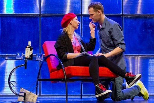 Richard Sanitra a Barbora Špániková v hre Celebrity, s.r.o.