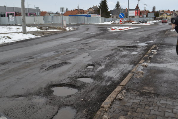 Cesta medzi Fiľakovom a Biskupicami.