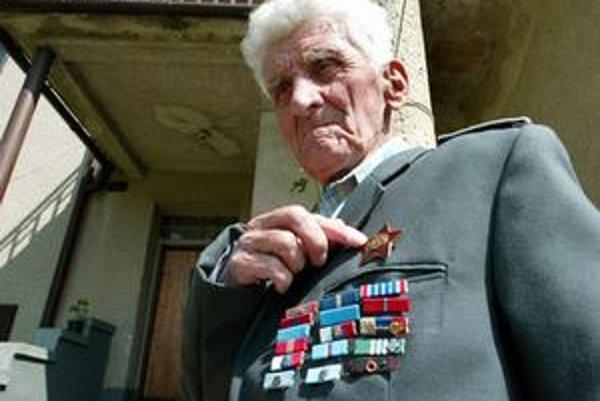 """Ján Lichý SNP Ešte pred viac ako dvomi rokmi vítal na dvore rodinného domu novinárov vtedy 87-ročný Ján Lichý vetou: """"Práporčík letectva v dôchodku""""."""
