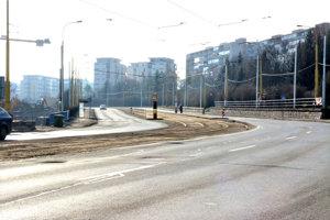 Štúrova ulica. Od soboty 3. februára bude tento úsek úplne uzavretý v oboch smeroch pre električky aj autobusy a pre autá medzi Toryskou a Idanskou (v smere od Steel Arény ku kruhovej križovatke Moldavská).