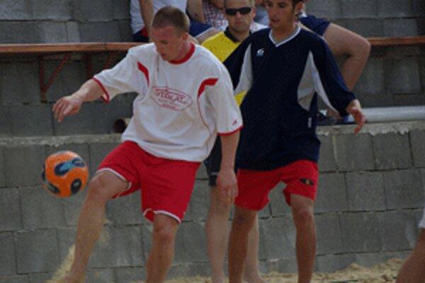 Plážový futbal má svoje osobitné čaro, o čom sa mohli presvedčiť aj Zvolenčania.