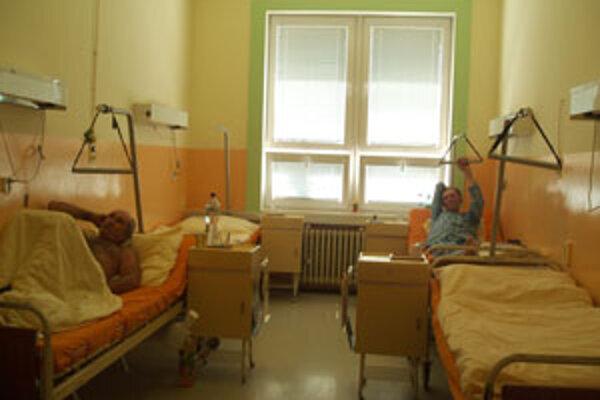 Vysoké teploty sťažujú pacientom pobyt v nemocnici.