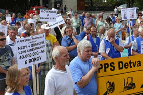 Jeden z mnohých protestov detvianskych odborárov.