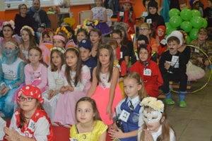 Deti mali rôzne kostýmy.