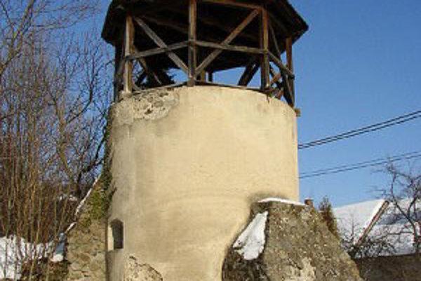 Zvonička sa nachádza v strede obce a tvorí neodmysliteľnú súčasť pohľadov na Žibritov.