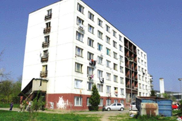 Bytovka pod Strážami by mala byť zrekonštruovaná do konca budúceho roka.