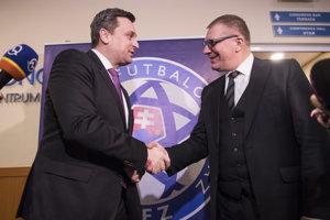 Na snímke sprava súčasný prezident SFZ Ján Kováčik a predseda Národnej rady SR Andrej Danko.