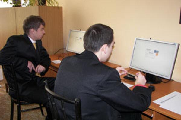 Maturitnú písomku z anglického jazyka písali cez počítač.