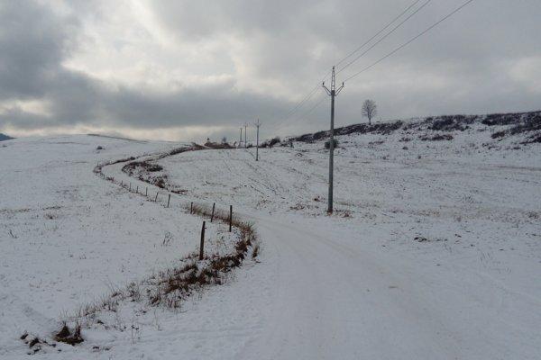 Cesta je pre miestnych veľmi dôležitá. Spojí dve veľké obce a skráti cestu do mesta.