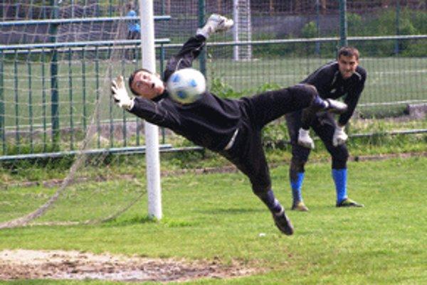 Tradičnou oporou zvolenských futbalistov bol brankár Jozef Vreštiak.
