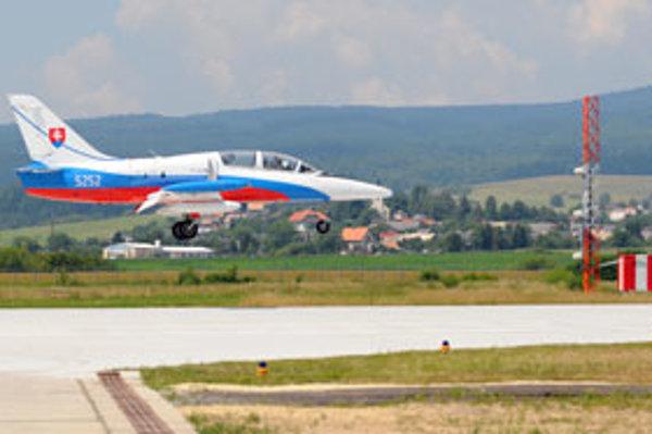Lietadlá sa vracajú po vyše ročnej výluke letiska pre jeho rekonštrukciu.
