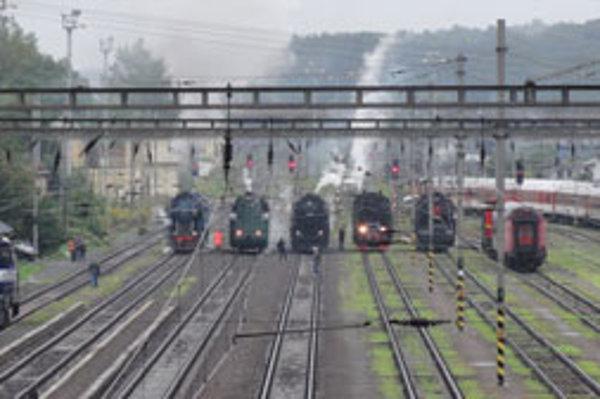 Štart súťaže parných lokomotív.