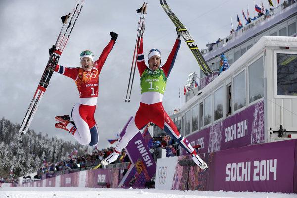 Nórka Marit Björgenová (vpravo) v poradí najúspešnejśích športovcov zimných olympiád môže dostihnúť Oleho Einara Björndalena.  Potrebuje však získať tri medaily.