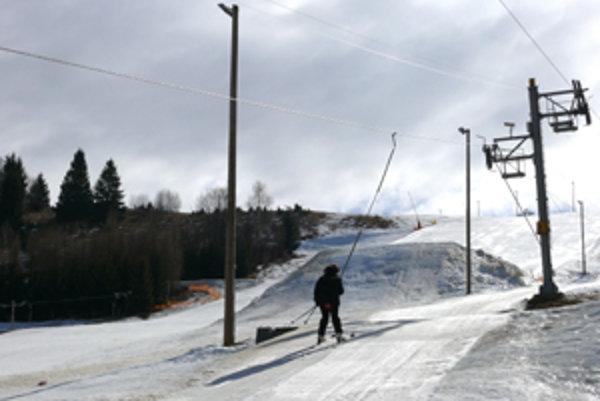 V hriňovskom stredisku je snehu dostatok.