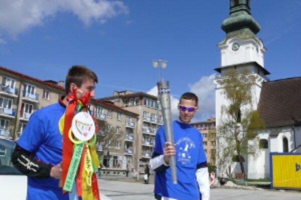 Slovenskí olympionici na zvolenskom námestí.