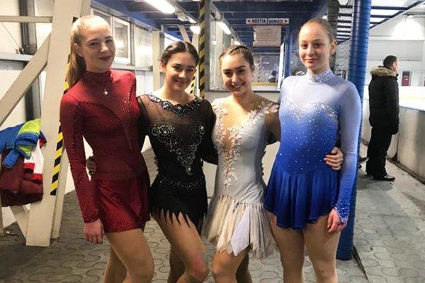 Kvarteto junioriek na M-SR - zľava L. Štefanková (HK Kraso), E. Gabániová (Slovan), B. Snopková (KKM Nitra) a L. Šurmanová (HK Kraso).