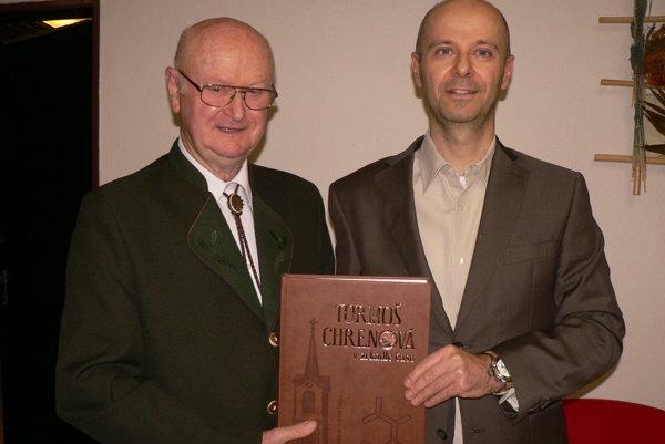 Autormi reprezentatívnej publikácie o Chrenovej sú Imrich a Gabriel Točkovci.