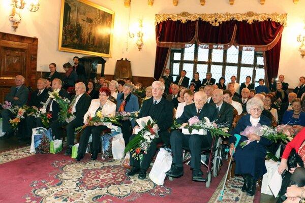 Seniorov ocenili v Zlatej sále bojnického zámku.