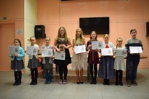 Ocenení súťažiaci na spoločnej snímke.
