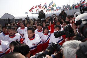 Severokórejskí športovci už dorazili do Pjongčangu.
