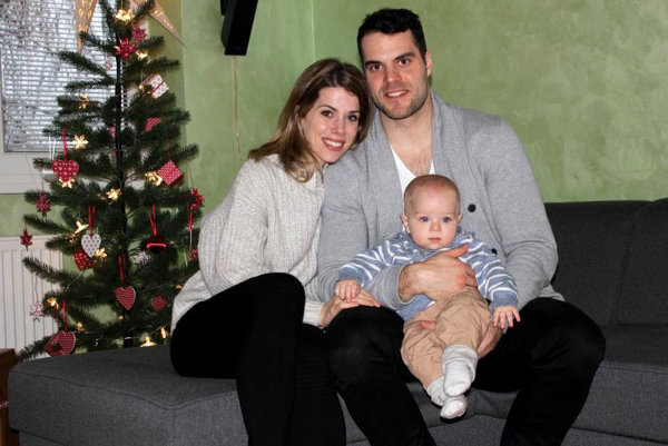 David Laliberté a jeho rodinná pohoda s manželkou Marie a 8-mesačným synčekom Édouardom.