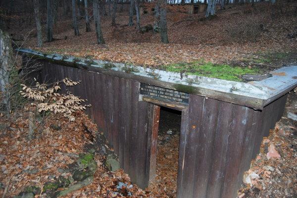 Obnovené partizánske bunkre dodnes lákajú návštevníkov Jankovho vŕšku.