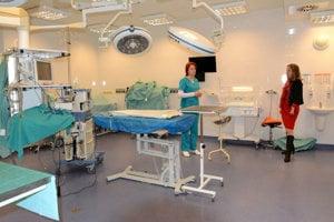 Operačná sála. Stále nová veterinárna nemocnica disponuje vo svojich priestoroch modernými prístrojmi.