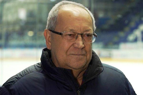 František Sučko. Už viac ako 40 rokov komentuje popradské zápasy.