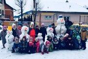 Škôlkarom sa snehuliaci vydarili.