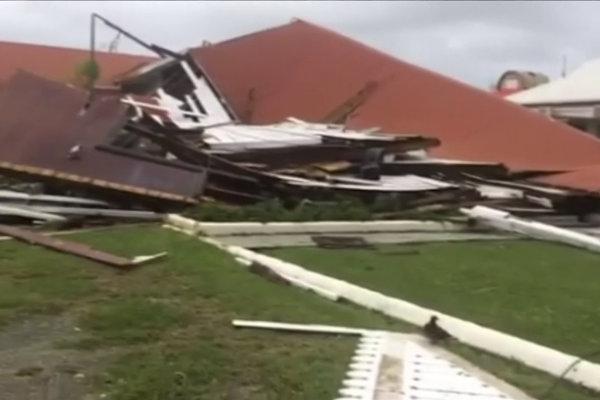 Cyklón na ostrove Tonga zničil aj budovu parlamentu.