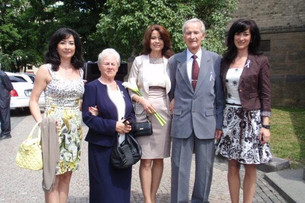 Ivan Martinka s rodinou v máji 2012 na svadbe svojho vnuka Petra Menkyho, ktorý sa krátko predtým stal top modelom sveta.