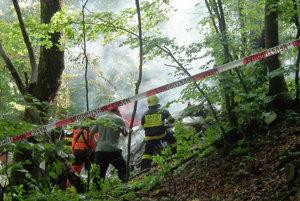 Nácvik spoločného zoskoku parašutistov sazmenil na tragédiu.