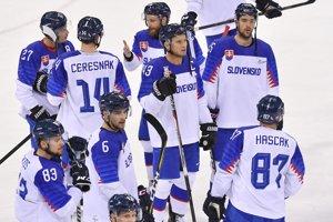 Slovenskí hokejisti po prehre s USA.