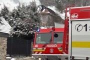Na miesto smerovali hasiči a technika z viacerých okresov.