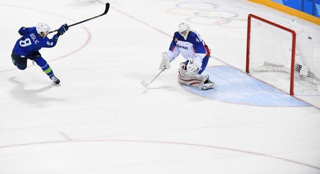 Na nedávnych zimných olympijských hrách si Slováci vyskúšali aj samostatné nájazdy. Nestačili v nich však na Slovincov.