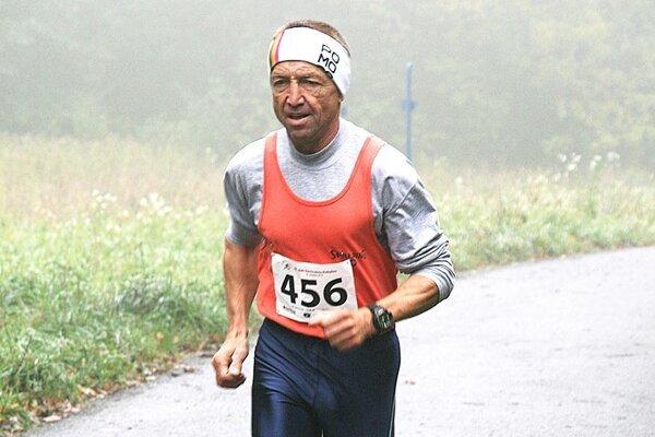 Ján Lovás má 63 rokov, no stále je v skvelej kondícii.