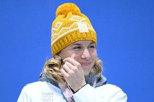 Aj samotná Anastasia Kuzminová podľahla pri preberaní zlatej medaily emóciám.