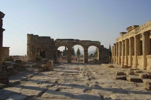 Hlavná cesta v Hierapolise.