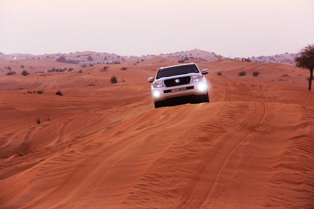 Brázdenie po púštnych dunách