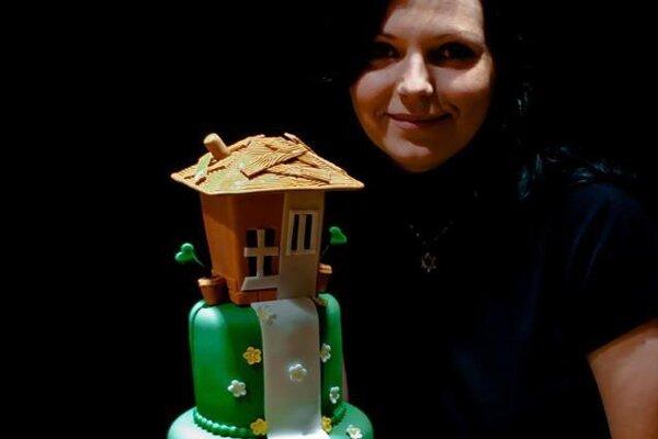 Andrea pri pečení medovníčkov a slávnostných tort relaxuje.