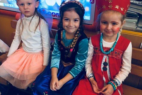 Deti sa obliekli do krásnych masiek.
