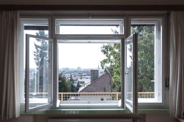 Rodinný dom Weil na ulici Mišíkova 1  v Bratislave postavený v roku 1936 - 1937 a autormi sú Fridrich Weinwurm  a Ignác Vécsei.