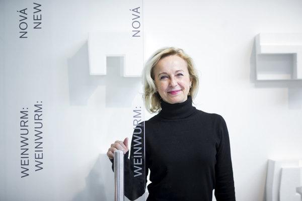 Architektka Henrieta Moravčíková (1963) sa venovala výskumu života a diela Friedricha Weinwurma viac, ako desať rokov. Pred štyrmi rokmi o ňom vydala veľkú monografiu, teraz pripravila výstavu Architekt Friedrich Weinwurm: Nová cesta v SNG.