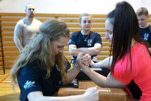 Mária Adameková (vľavo) v akcii.