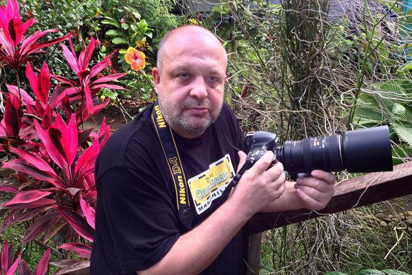 Fotograf Igor Boháč v kostarickej džungli.