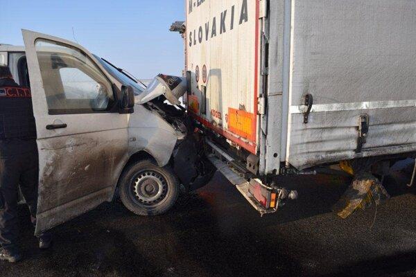 Foto z nehody medzi Trnavou a Šelpicami.