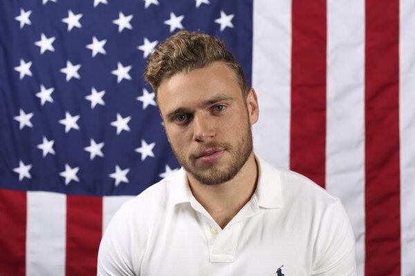 Americký reprezentant v akrobatickom lyžovaní Gus Kenworthy.