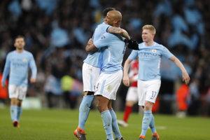 Futbalisti Manchestru City zvíťazili vo finále Ligového pohára.