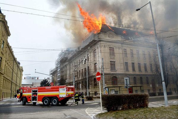 Utorkový požiar budovy Daňového úradu v Košiciach.