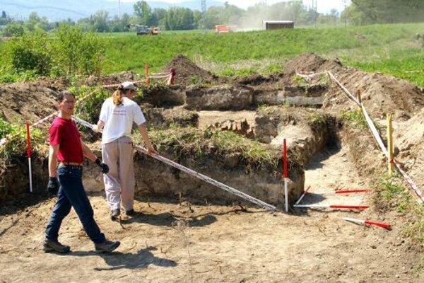 Osady vedci našli geofyzikálnym prieskumom, ktorý umožňuje identifikovať rôzne objekty pod zemou bez terénneho výskumu.